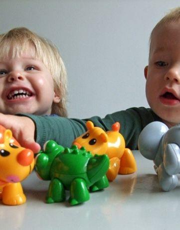 חברים ראשונים פיל משחק ילדים